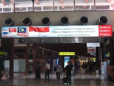 CIMB Suspended Lightbox Jakarta Airport T2D Departure (1)