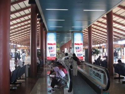 CIMB Vertical Lightbox Jakarta Airport T2E Departure (1)