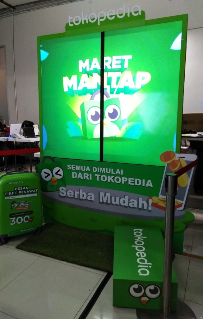The TPM Outdoor I-screen Creative Collection style for Tokopedia with Props