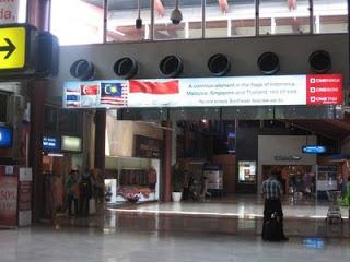 CIMB Suspended Lightbox Jakarta Airport T2D Departure (2)